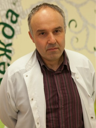Д-р Румен Маринов, дм