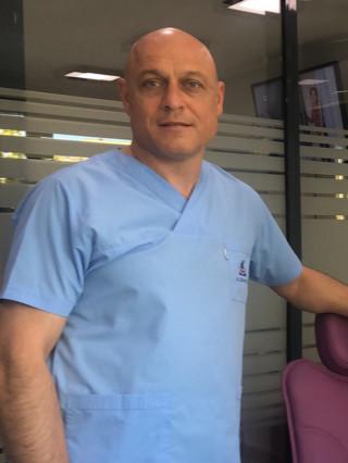 Д-р Драгомир Драгостинов