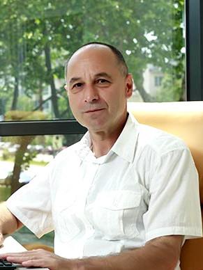 Д-р Николай Кезапчиев