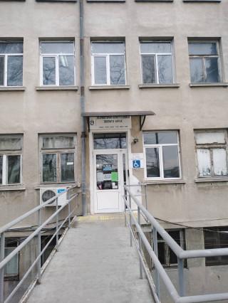 Д-р Евгени Гяуров